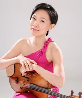 Society member Hsin-Yun Huang is acclaimed worldwide for her talent. She has collaborated with many distinguished artists, including Yo-Yo Ma and Jaime Laredo. (Courtesy of Stephanie Chase)