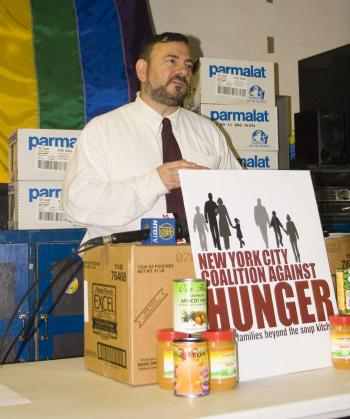FEED THE POOR: Joel Berg, executive director of the New York City Coalition Against Hunger (NYCCAH), calls for more government to fund the fight against poverty, in response to the new national poverty report. (Helena Zhu The Epoch Times)