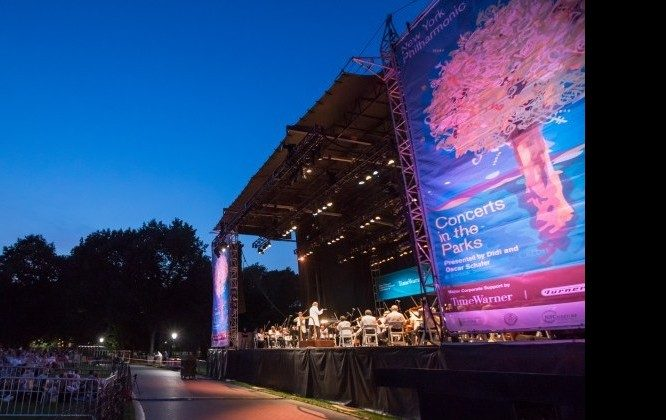Thousands gather on Monday evening to hear the New York Philharmonic perform for free at the Great Lawn on Central Park. (Amelia Pang/The Epoch Times)