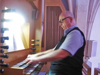 EXPANDING SOUNDS: When Juan Onassis, a famous Israeli painter and musician, plays the church organ, it seems as if he is about to take off into the air.  (Maya Mizrachi/The Epoch Times)