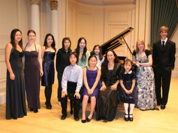 Talented pianist and teacher Julie Jordan feels best among her young students. (Courtesy of Julie Jordan)