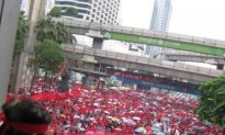 Thai Red Shirts Return to Rally in Bangkok's Retail Centre