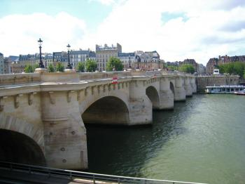 MADE STRONG: Pont Neuf bridge on the river Seine. (Ben Zgodny/The Epoch Times)