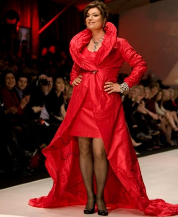 EMI Recording artist Amy Sky danced down the runway in a Freda red dress. (Evan Ning/Epoch Times )