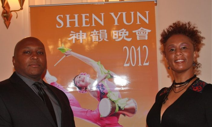 Mike Holeman and Maia La Ville attend Shen Yun Performing Arts in Chicago's Civic Opera House. (Catherine Hennesy/The Epoch Times)