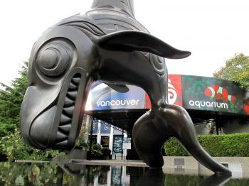 The front entrance of the Vancouver Aquarium in Stanley Park  (Helena Zhu/The Epoch Times)