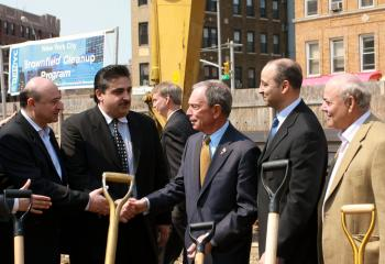 IT'S A DEAL: Mayor Michael Bloomberg shakes hands with Triangle Court LLC developers. The mayor provided incentives for them to develop a risky, contaminated site in Williamsburg, Brooklyn. (Tara MacIsaac/The Epoch Times)
