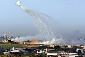Israeli artillery shells explode in the air to lay down a smoke screen for Israeli troops fighting Hamas militants in the Gaza Strip Jan. 9, 2009. (David Silverman/Getty Images)