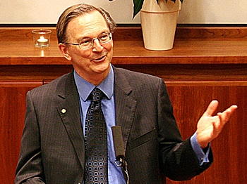 Nobel laureate in medicine Jack W. Szostak speaks at the Nobel prize press conference. (Zhihe Li/The Epoch Times)