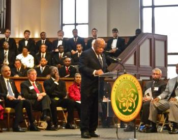 REMEMBRANCE: Congressman John Lewis speaks at Ebenezer Baptist Church as (L-R) Eric Holder, Johnny Isakson, Ebenezer Pastor Raphael Warnock and Xernona Clayton look on.  (Mary Silver/Epoch Times Staff)