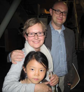 Mr. and Mrs. Kubbens and their daughter Elisabeth at Aula Magna (The Epoch Times)