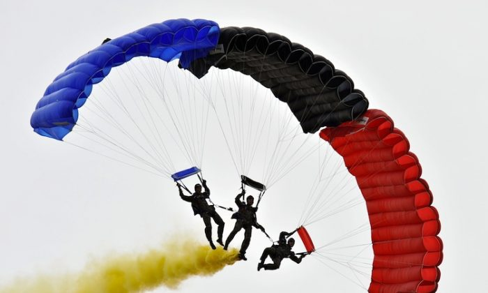 Members of South Korean special warfare command parachute during a rehearsal for the Armed Forces Day south of Seoul, on Sept. 29, 2009. (Jung Yeon-je/AFP/Getty Images)