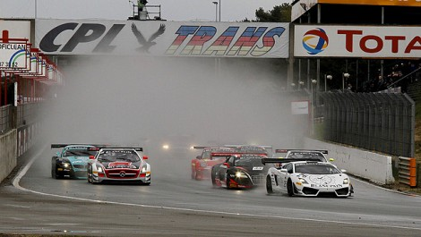 Peter Kox jumped the start and took the lead; he was only half a length ahead, but it was enough to cost him the race. His car was performing so well in the wet, he would have taken the lead without the few feet advantage. (GT1world.com)