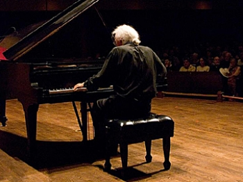 André Laplante played Chopin and Liszt during his solo performances. (Samira Bouaou/The Epoch Times)