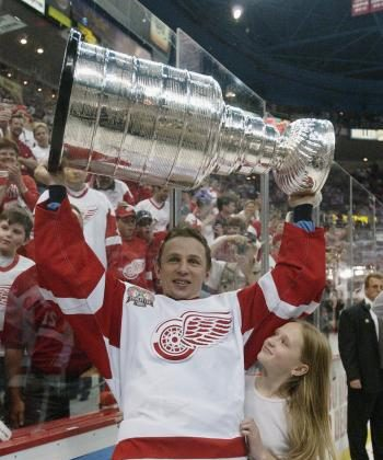 STANLEY CUP 2002: Igor Larionov hoists hockey's most coveted trophy at the age of 41. (Elsa/Getty Images/NHLI)