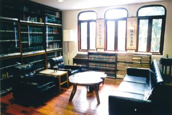 A shot of Lin Yutang's main study room, where he would invite guests and compose his works. The bookshelf on the right still holds the manuscript of his mammoth dictionary. (Courtesy of Lin Yutang House)