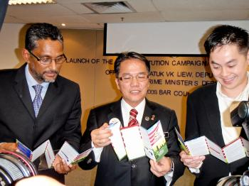 MyConstitution's campaign launch drew an engaged crowd as Malaysian politicians and lawyers rolled out the initiative to promote awareness of the law of the land. (Ma Shuxian/The Epoch Times)