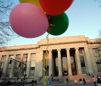 SESQUICENTENNIAL: Balloons float in front of The Rogers Building on the campus of the Massachusetts Institute of Technology (MIT) in Cambridge, Mass., in this file photo. This year marks the 150th anniversary of the school's founding.  (oe Raedle/Getty Images)