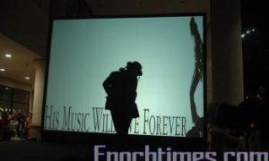 Malaysian Fans Commemorate Michael Jackson