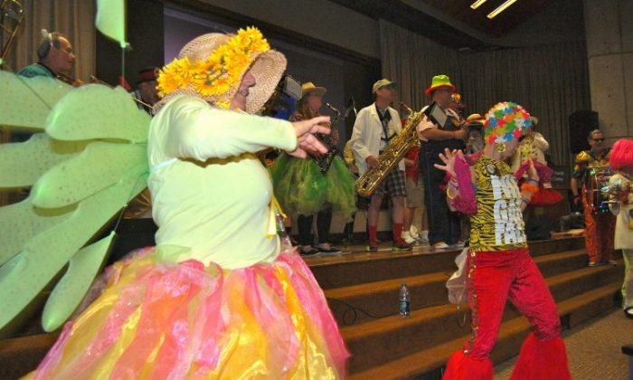 Clown doctors Canto Cidado from Brazil (Mary Silver/Epoch Times Staff)