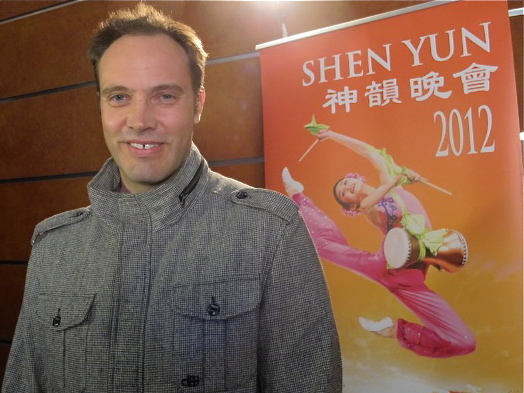 Mathew Squires shares his Shen Yun experience at Sydney's Capitol Theatre. (Tahnia Smith/The Epoch Times)