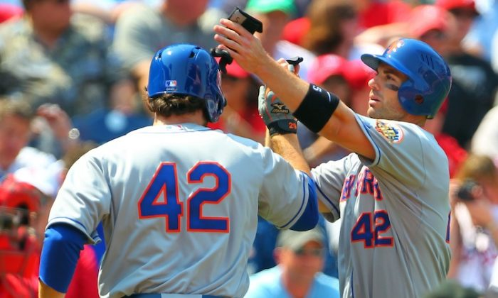 Ike Davis (L) and David Wright (R) each had two hits in the Mets loss. (Rich Schultz/Getty Images)