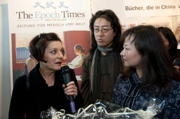 Recipient of the 2009 Nobel Prize for Liberature Herta Muller(l) with dissident Chinese writer Bei Ling (r) stop by The Epoch Times display at the Frankfurt Book Fair. (Jason Wang/The Epoch Times)