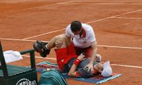 Murray Beats Back Pain to Advance at French Open
