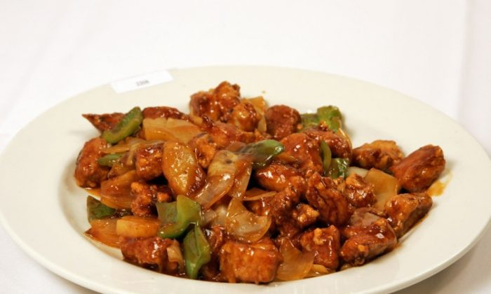 With a Canton origin, sweet and sour pork is a very popular dish in Hong Kong. (Dai Bing/NTD Television)