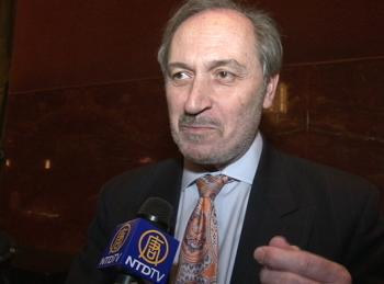 Shen Yun 'flows very, very well,' said the director of the Greek National Tourist Board. (NTDTV)