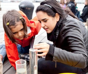 ON THE HUDSON: Students were field-sampling on the Hudson River on World Water Monitoring Day and National Estuaries Day on Thursday. Young New Yorkers had the chance to experience hands-on how to use lab equipment for measuring water quality and chemistry, observing tides, weather, and fauna. (The Epoch Times)