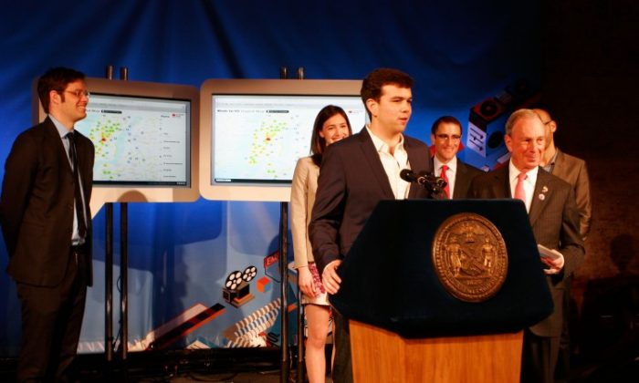 Branch CEO Josh Miller (3rd from L) at the release of a map showing tech companies and available tech positions in the city, with Mayor Michael Bloomberg, Chief Digital Officer Rachel Sterne (2nd from L), Seth Pinksky (2nd from R), and Internet Week New York Chairman David-Michel Davies (L). (Zachary Stieber/The Epoch Times)