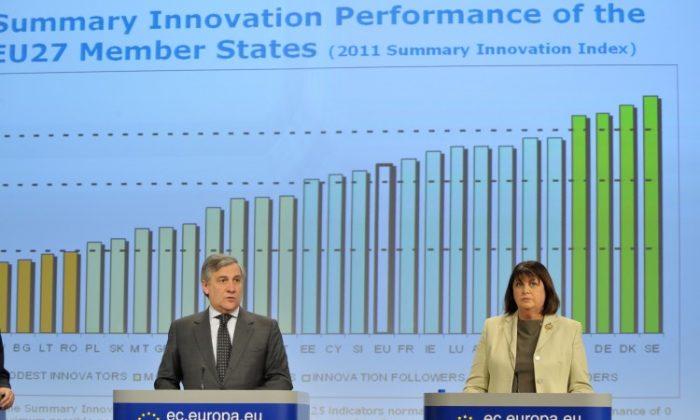 Antonio Tajani, on the left, and Máire Geoghegan-Quinn. Location: Brussels - EC/Berlaymont (europa.eu)