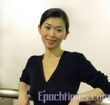 Ms Pei-jong Hsieh pianist and stage manager for the Divine Performing Arts from New York. (The Epoch Times)