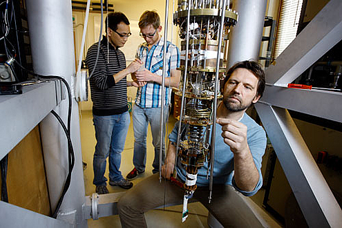 Leo Kouwenhoven and his team in the lab. (Sam Rentmeester)
