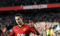 Robin van Persie Rips Heart Out of Old Club Arsenal
