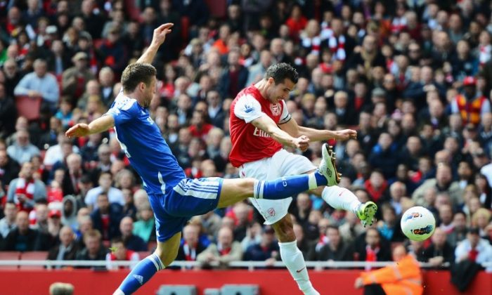 Chelsea's Gary Cahill managed to cancel out Arsenal's Robin van Persie in a scoreless London derby on Saturday. (Mike Hewitt/Getty Images)