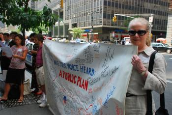 ENCOURAGEMENT: A dozen members of grassroots groups created out of the Obama presidential campaign delivered 1,500 postcards to Sen. Charles Schumer's New York office in support of health care reform.  (Helena Zhu/The Epoch Times)