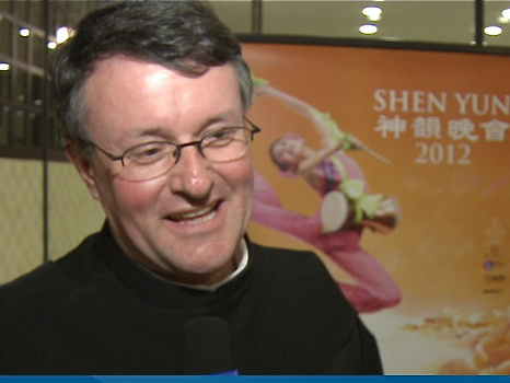 Father Theo Flury talks about his Shen Yun experience after the performance in Zurich. (Courtesy of NTD Television)