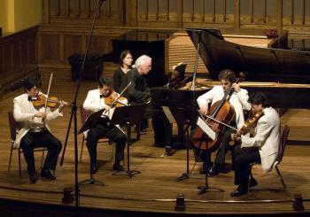 The Shanghai Quartet on stage with André Laplante (Samira Bouaou)