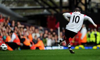 Wayne Rooney scores his hat-trick goal from the penalty spot. (Mike Hewitt/Getty Images)