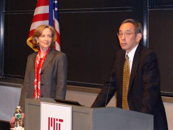 U.S. Energy Secretary Steven Chu and MIT President Susan Hockfield at MIT, where Secretary Chu was the speaker for the Compton Lecture on May 12, in Cambridge, Mass.  (Chuan Qin/The Epoch Times)