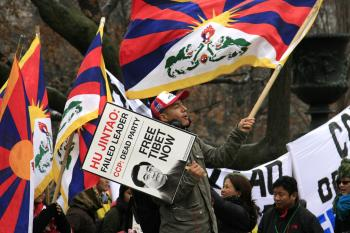 VOCALIZING DISCONTENT: Members of the Free Tibet movement protest outside the White House during Chinese leader Hu Jintao's visit to Washington, DC on Jan. 18, 2011.  (Andrea Hayley/The Epoch Times)