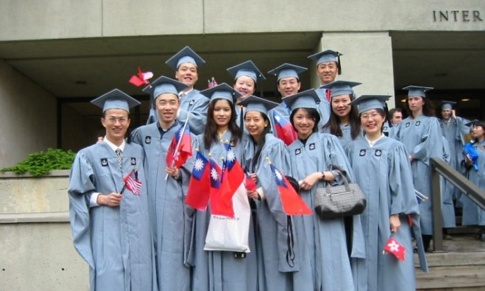 Li Wangzhi appears at the back far right in this group photo taken in 2001. Tang Baiqiao is in the back row, far left. (Courtesy of Tang Baiqiao)