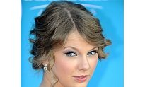 Taylor Swift Joins CoverGirl Cosmetics