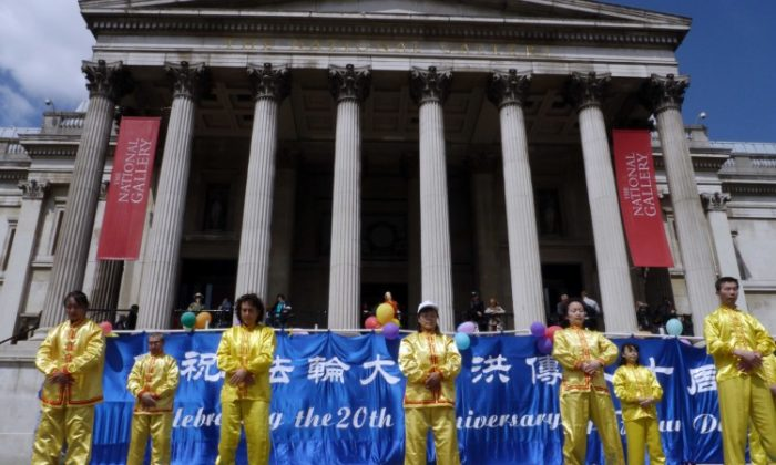 Falun Dafa practitioners exercise in London's Trafalgar Square on Sunday, May 13, 2012 for World Falun Dafa Day. (Stefan Byfield/The Epoch Times)