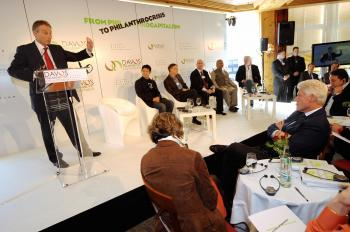 In Davos, Leaders Take Aim at the Banking Industry
