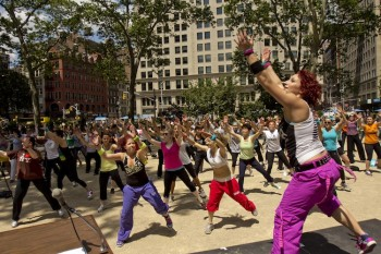 ZUMBA FITNESS: Brittany Rappise leads the crowd through Zumba at Madison Square Park moves on Monday. ( Phoebe Zheng/The Epoch Times)
