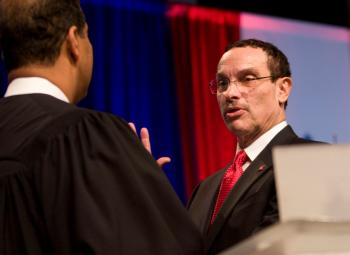 Vincent Gray takes the oath of office becoming DC Mayor.   (Lisa Fan/The Epoch Times)