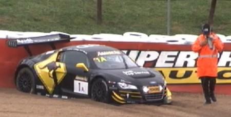 The #1 Audi goes into the gravel, but doesn't lose a lap. (bathurst12hour.com.au)
